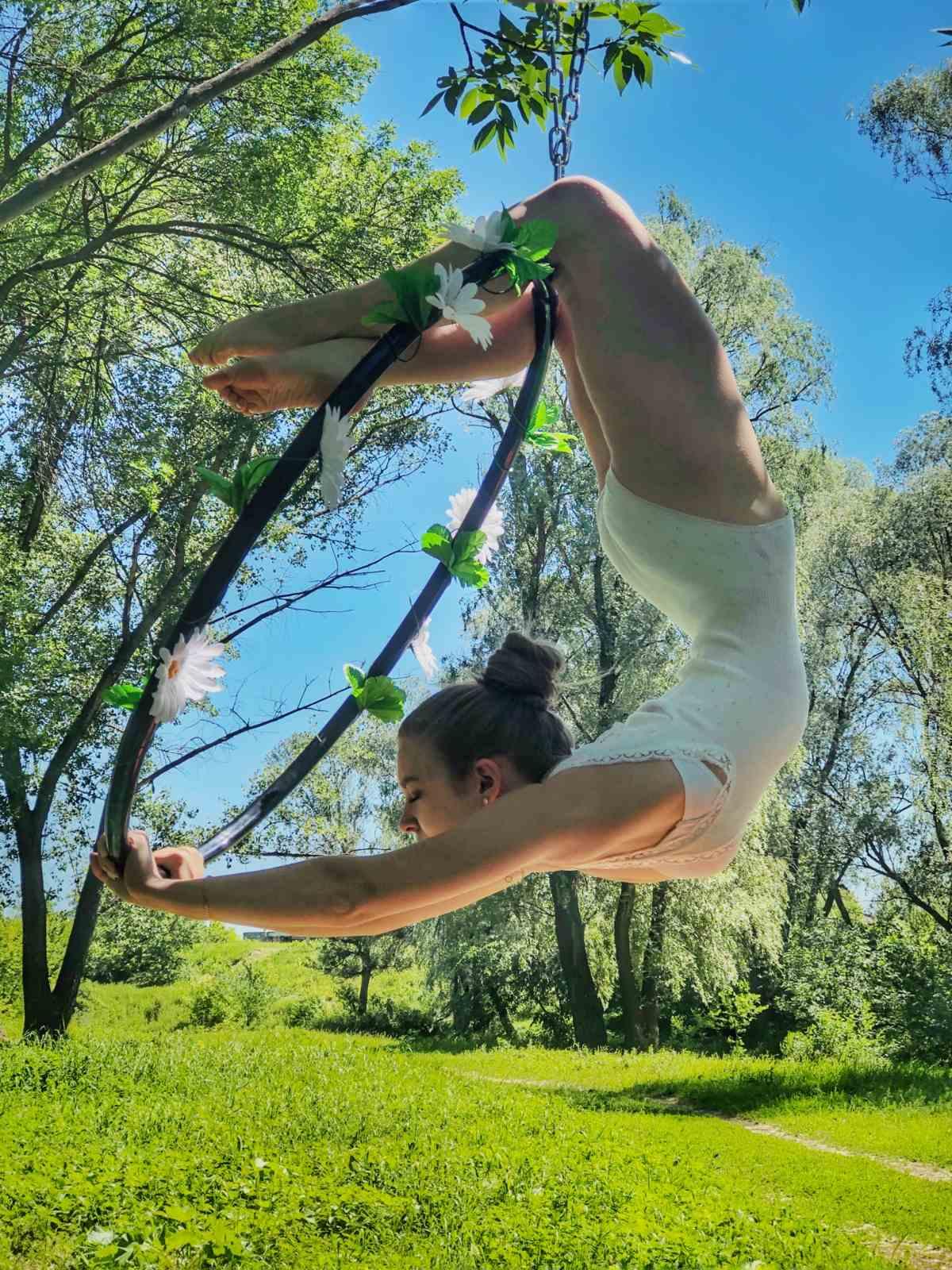 Воздушная акробатика с кольцом